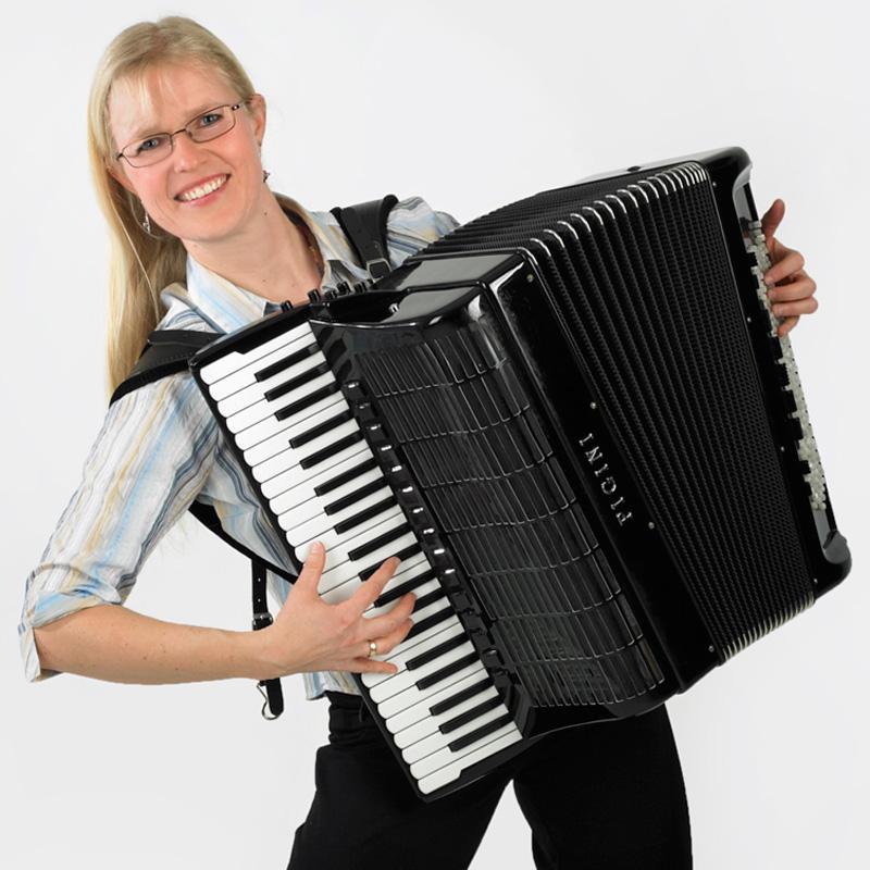 Daniela Fauser, Akkordeon, Klavier und Früherziehung