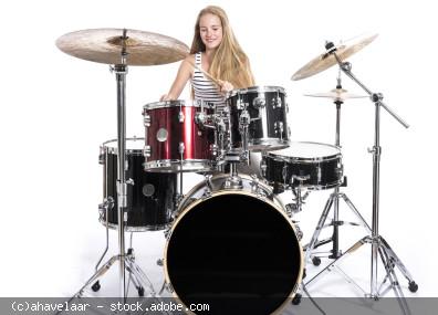 Mädchen am DrumSet