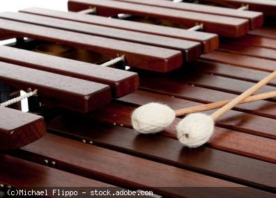 Marimba (Marimpaphon) mit Mallets (Schlägel)