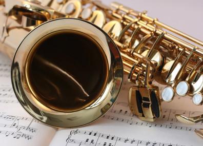 Saxophon auf Noten