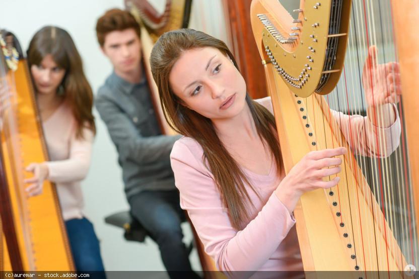mehrere Harfenspieler/-innen, © auremar - stock.adobe.com