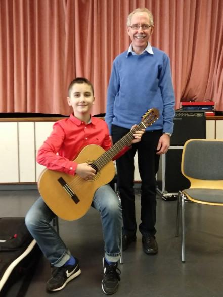 Preisträger Maxim Weber mit Lehrer Christoph Schmitz